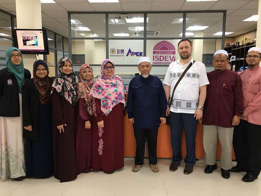IIIT Director of Research Visits USM (Penang, Malaysia)