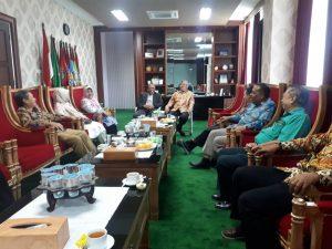 د. خرزين يجتمع مع عدد من رؤساء الجامعات